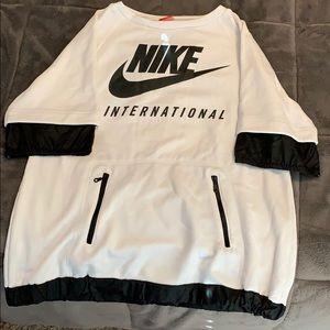 Nike International Shirt